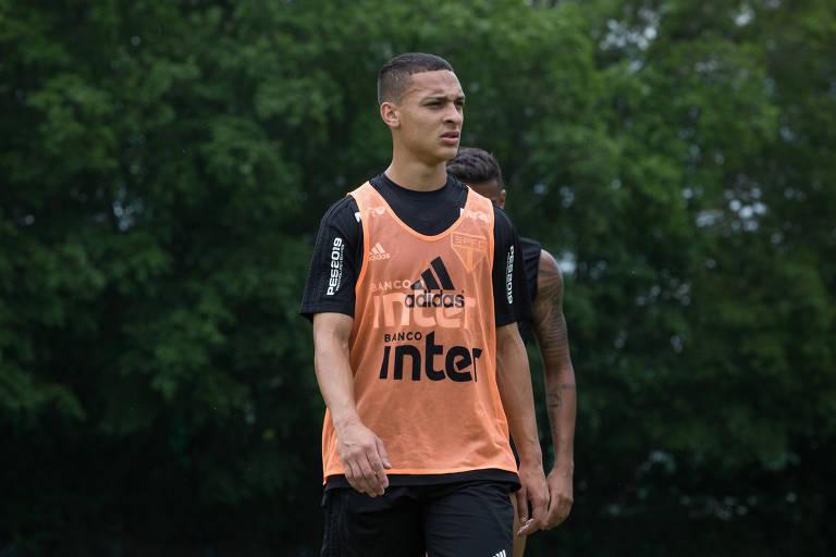 Antony durante treino do São Paulo