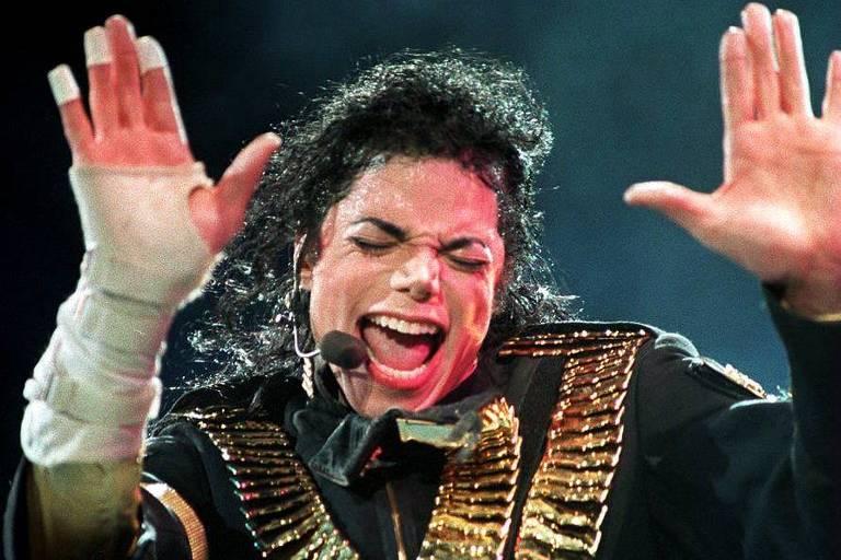 O cantor Michael Jackson em show em Cingapura, em 1993