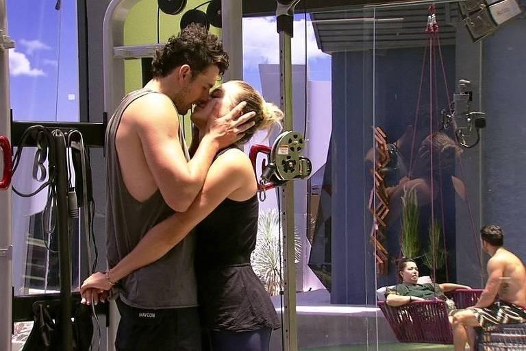 Maycon e Isabella reatam romance