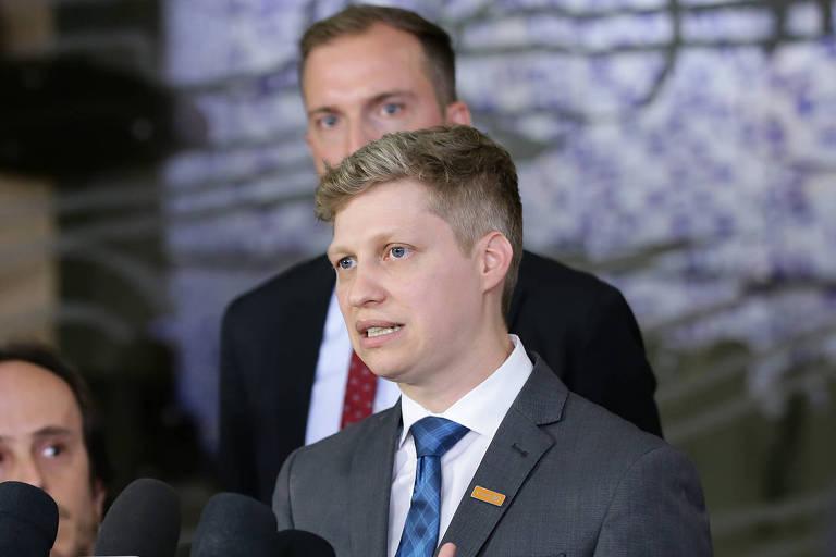 O deputado eleito Marcel van Hattem (Novo-RS) durante coletiva de imprensa do partido