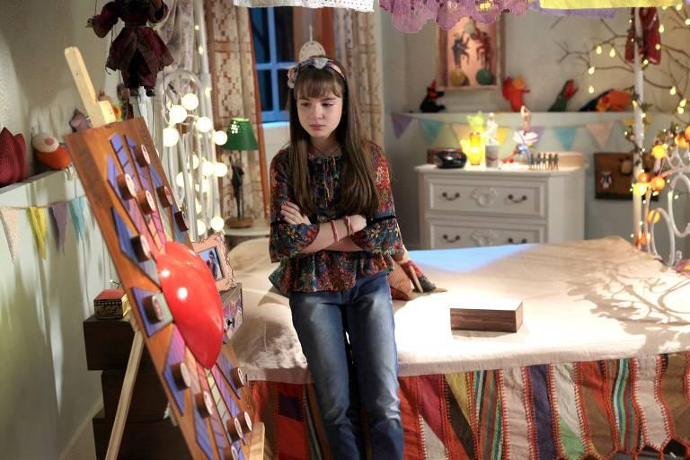 Poliana (Sophia Valverde) se entristece em cena da trama
