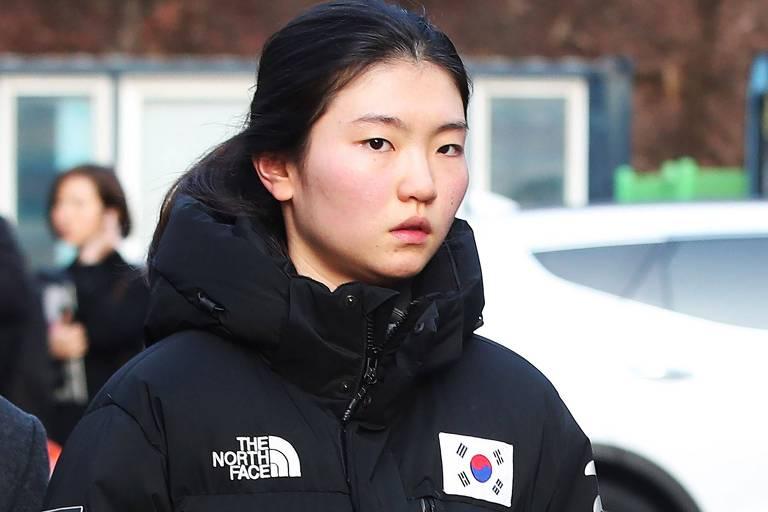 A patinadora sul-coreana Shim Suk-hee, dona de quatro medalhas olímpicas, denunciou abusos de seu técnico