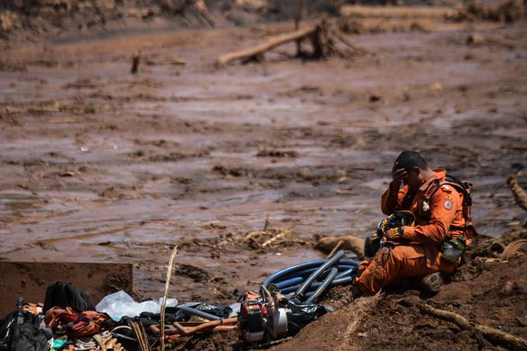 Socorrista que atua na busca por vítimas do rompimento da barragem de Brumadinho (MG)
