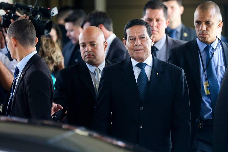Atuação do general Mourão como presidente interino não foi bem vista por aliados e filhos de Bolsonaro