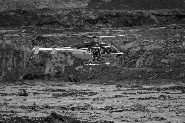Busca por vítimas após o rompimento de barragem em Brumadinho, Minas Gerais