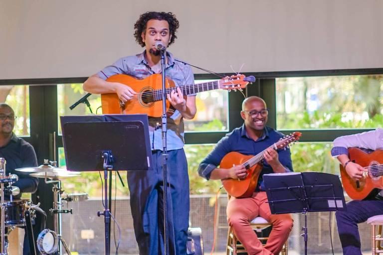 Cantor e violonista Evandro Bene faz show em homenagem a Wilson Batista no Sesc Santo André