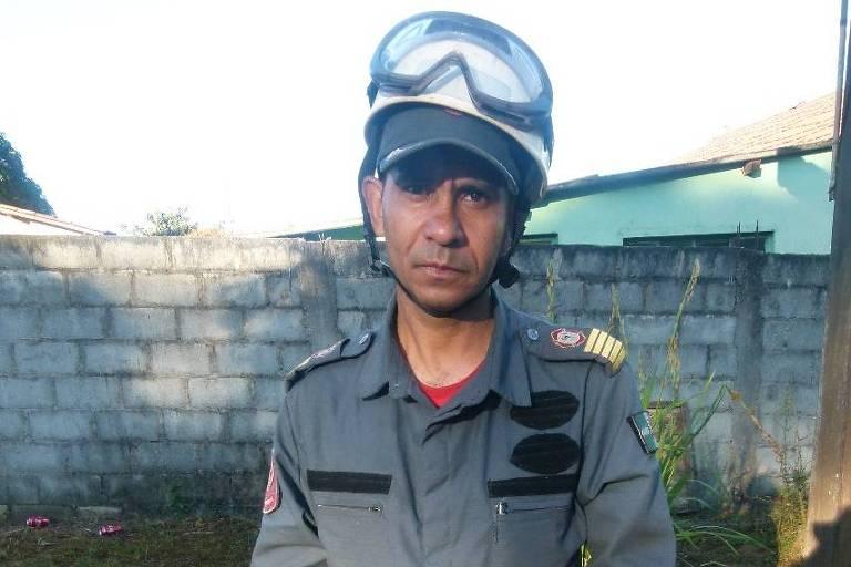 O bombeiro civil voluntário Osmar Augusto Ferreira, 45, que veio de Osasco (SP) para participação de operações de busca e salvamento em Brumadinho (MG)