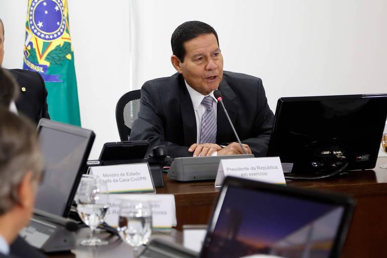 O vice-presidente Hamilton Mourão durante reunião do conselho de governo, em Brasília, na quarta (30)