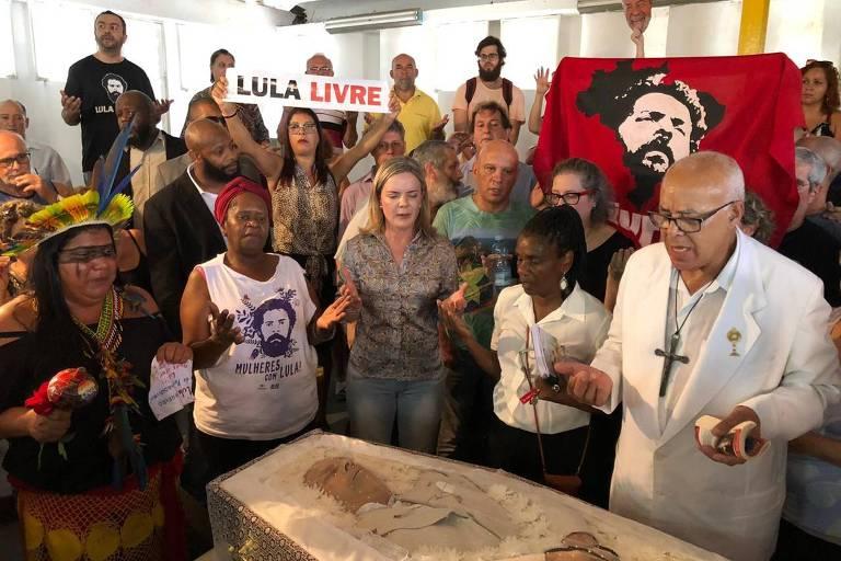 O enterro de Genival Inácio da Silva, o Vavá, irmão de ex-presidente Lula