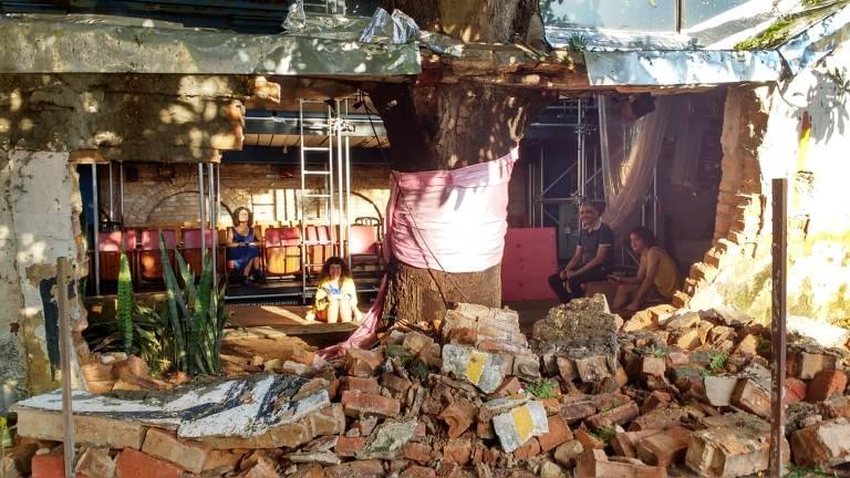 Muro do Teatro Oficina cede depois de forte chuva em SP