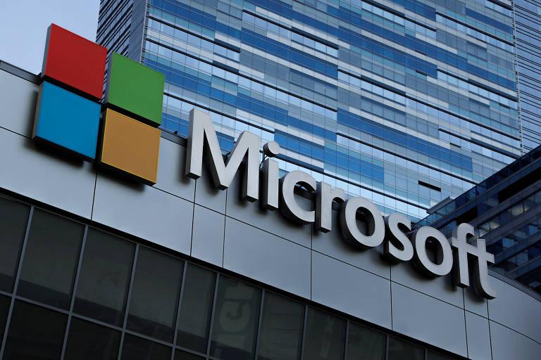 Logo da Microsoft em Los Angeles, na Califórnia; apesar de a receita com nuvem desacelerar, empresa reportou lucro de US$ 8,42 bilhões