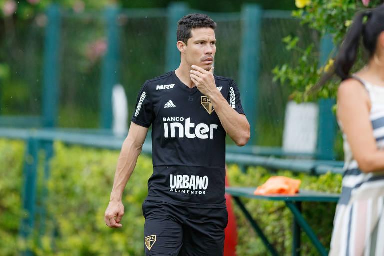 Hernanes participa do treino no CT da Barra Funda; camisa 15 está pronto para estrear no Paulistão