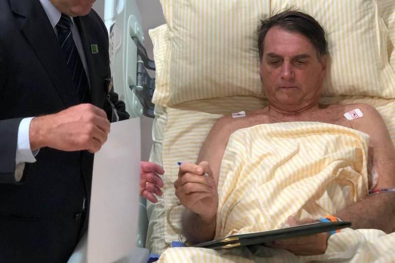 Presidente da República, Jair Bolsonaro, em despachos na tarde desta quinta-feira (31) no Hospital Albert Einstein