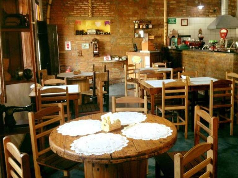 O restaurante Roça & Poesia que lembra casa de interior