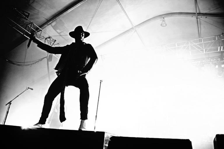 Scott Weiland em ação com o Stone Temple Pilots em 2011
