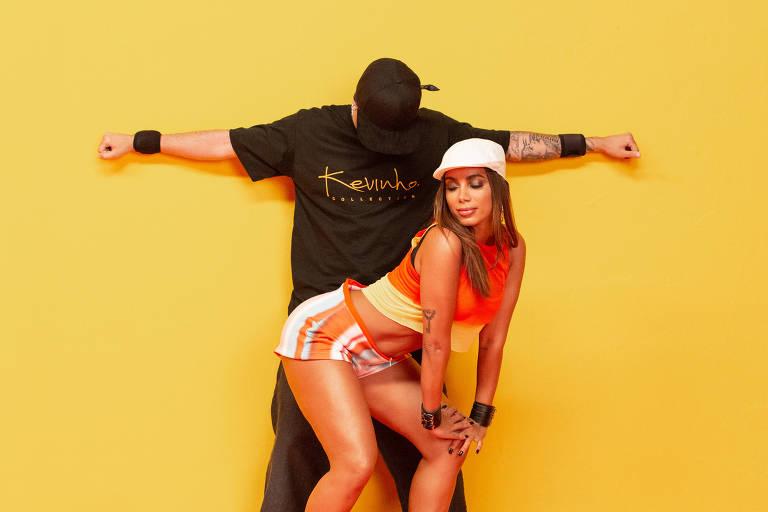"""Anitta e MC Kevinho em cena do videoclipe da música """"Terremoto"""""""