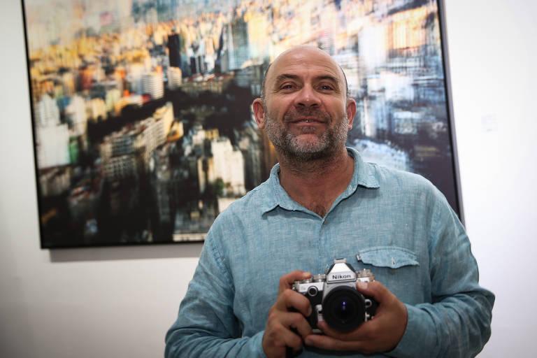 O fotógrafo e dono da livraria, Iatã Cannabrava