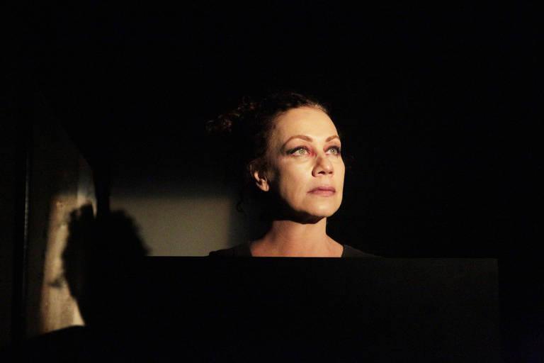 Atriz Ester Laccava no espetáculo 'Ossada', no Sesc Pompeia