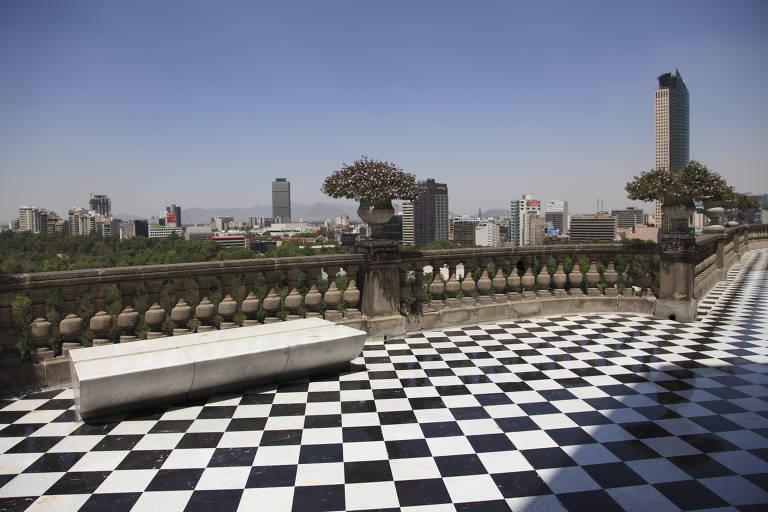 Varandas do Castelo de Chapultepec oferecem vista panorâmica da Cidade do México