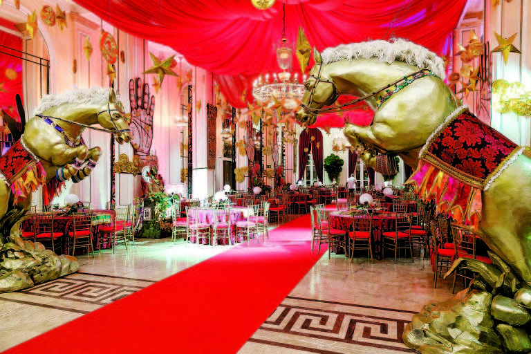 Salão decorado para o tradicional baile de Carnaval carioca