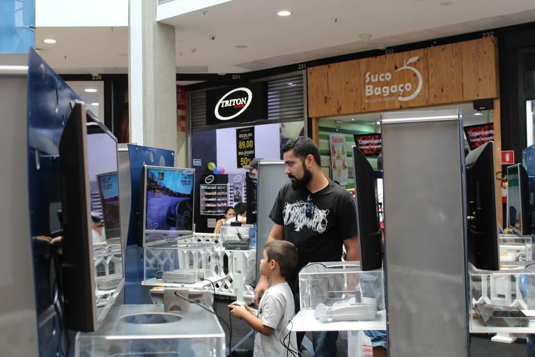 """Exposição """"Arena Super Games"""", no shopping Metrópole, tem jogos como 'Marvel vs. Capcom', 'Super Mario Bros.' e 'Space Invaders'"""