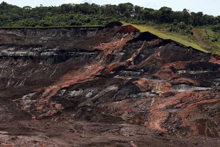 Vista da barragem em Brumadinho depois do rompimento