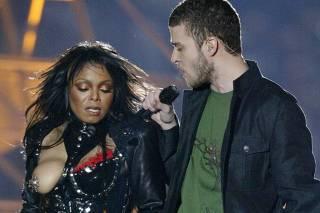 Janet Jackson com Justin Timberlake em show do Super Bowl, em 2004