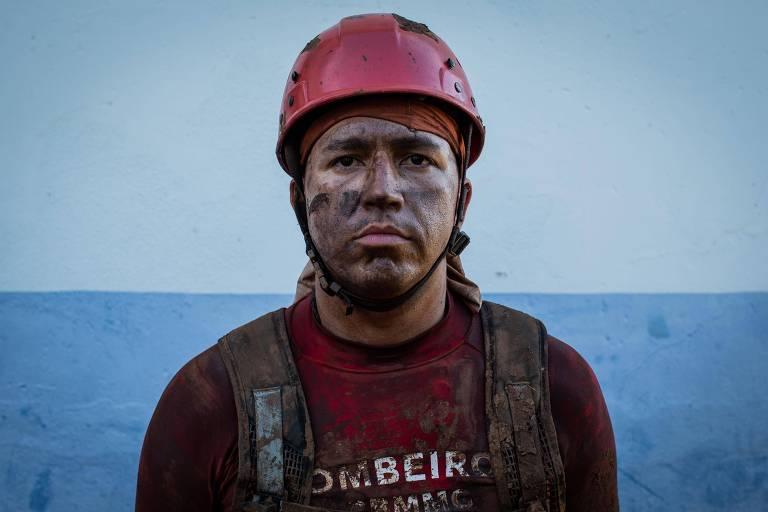 Retrato do bombeiro segundo Sargento Lucas Hermogenes Faria, 29, que esta há 10 anos nos bombeiros e um dia na operação