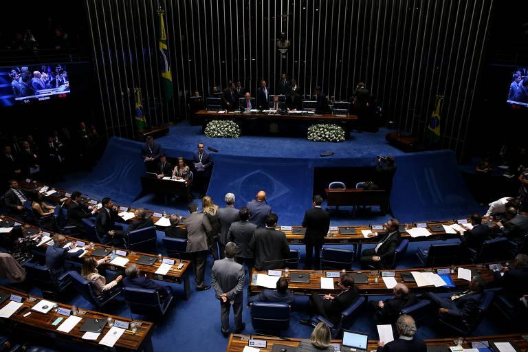 Votação tumultuada define presidente do Senado
