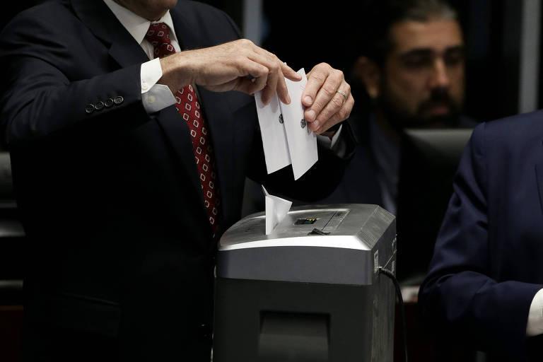 Pressão por voto aberto no Congresso esbarra em artimanhas de ditadura
