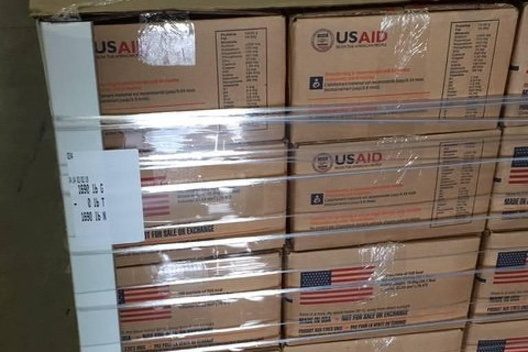 Foto postada por Mark Green, da Usaid, mostra suplementos alimentares que serão enviados à Venezuela