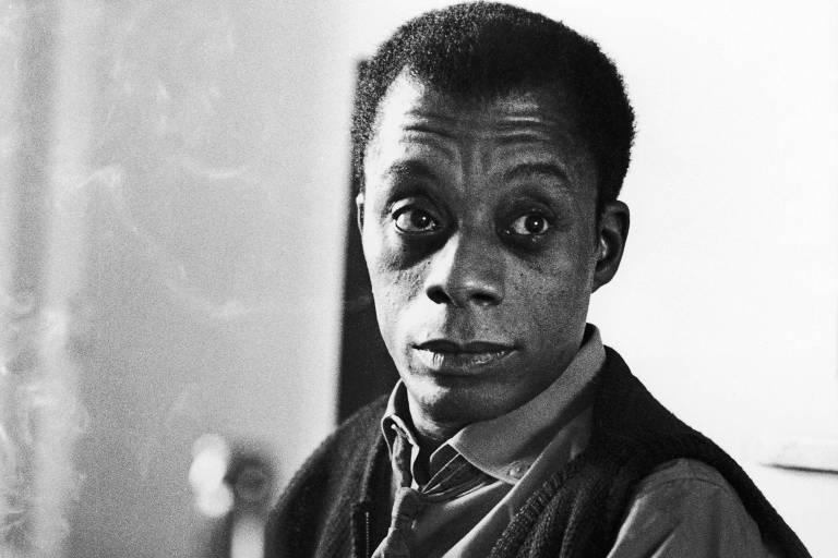 O escritor James Baldwin em retrato feito em 1964