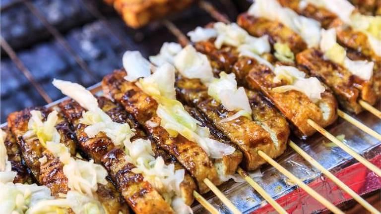 O chamado tofu 'fedorento' é um dos lanches da meia-noite mais famosos em Taiwan