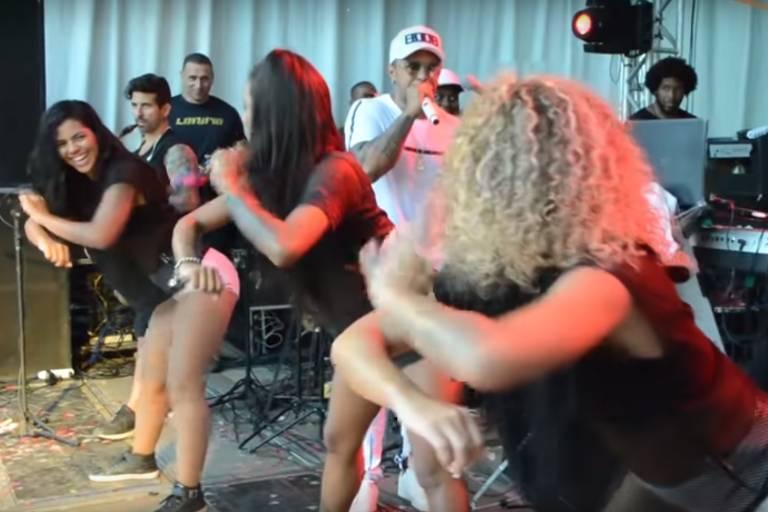 Coreografia da 'Dança da Bruna Marquezine', da banda La Furia