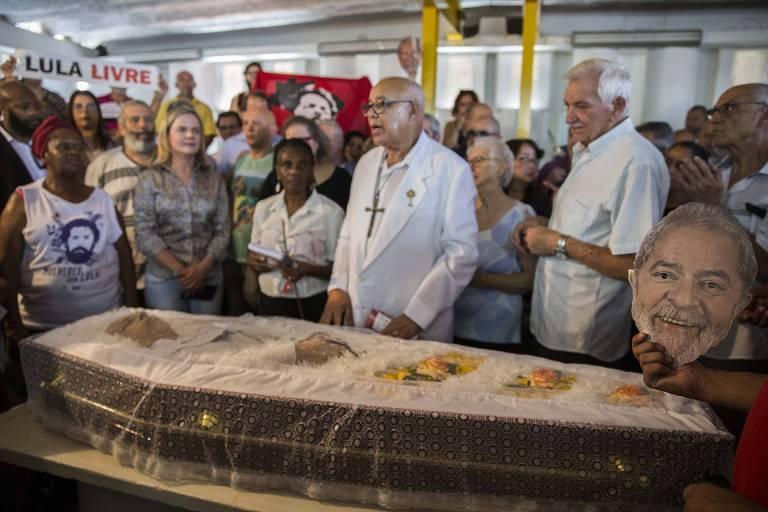 Velório de Genival Inácio da Silva, 79, o Vavá, irmão do ex-presidente Lula, em São Bernardo do Campo, na quarta-feira (30)