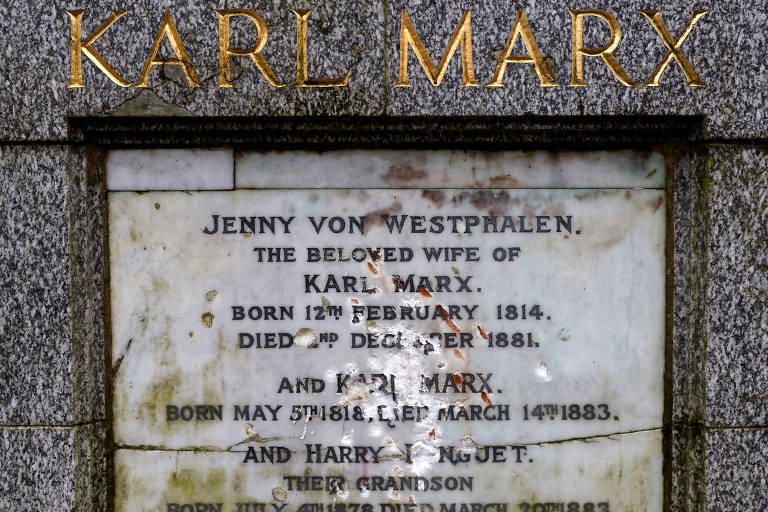 Nome de Karl Marx foi vandalizado em placa no cemitério onde o filósofo alemão está enterrado em Londres