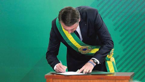 O presidente Jair Bolsonaro da posse equipe ministerial no Palacio do Planalto. Foto: Roque de Sao /Agencia Senado