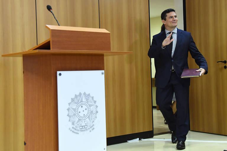 O ministro Sergio Moro (Justiça) chega à coletiva de imprensa na qual falou sobre pacote anticrime