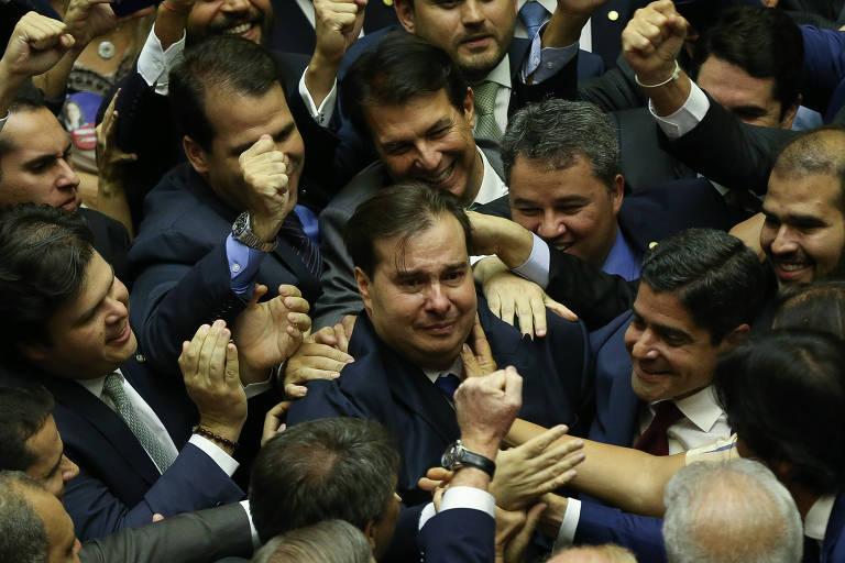 O deputado Rodrigo Maia (DEM-RJ) comemora sua eleição, em primeiro turno, para a presidência da Câmara