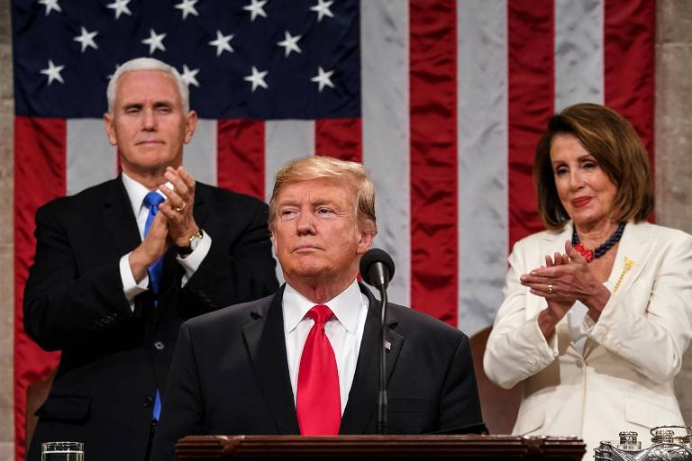 O presidente Donald Trump faz seu discurso do Estado da União no Congresso acompanhado pelo vice Mike Pence e pela presidente da Câmara, Nancy Pelosi, que é a terceira na linha sucessória
