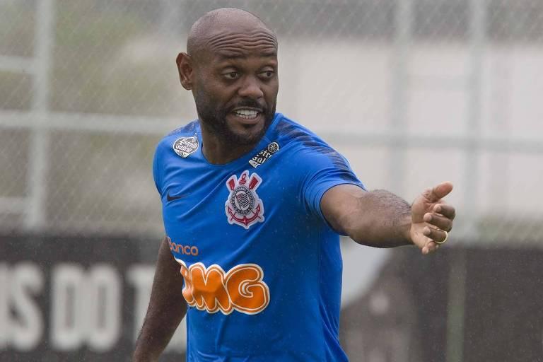 O atacante Vagner Love vai fazer a sua estreia pelo Corinthians contra o Ferroviário, pela Copa do Brasil