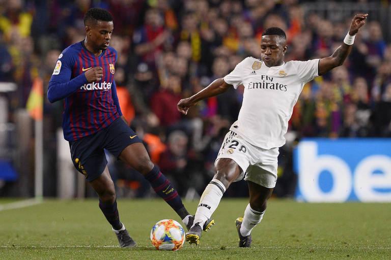 Vinicius Junior disputa bola com Nélson Semedo, lateral do Barcelona