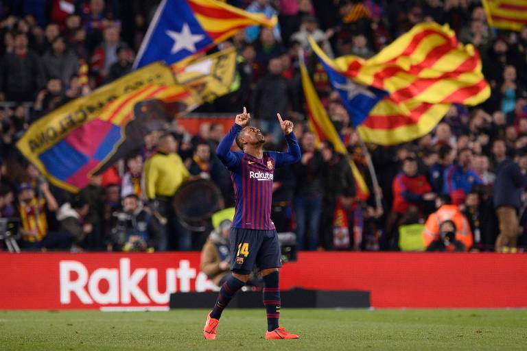 O brasileiro Malcom comemora o gol de empate do Barcelona no Camp Nou