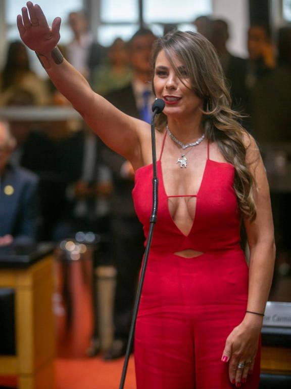 Ana Paula da Silva durante a cerimônia de posse na Assembleia de Santa Catarina