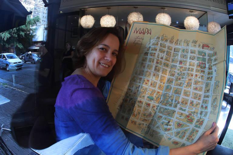 Com o mapa da infância nas mãos, a fotógrafa Adriana Lobo é a idealizadora do Instituto Jardins da Infância