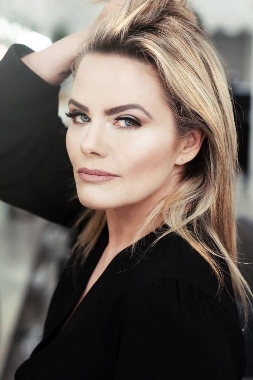 Maria Cândida - Oficial