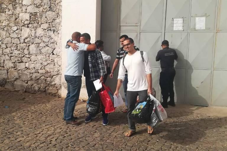 Os velejadores Daniel Guerra, Rodrigo Dantas e Daniel Dantas são soltos no Cabo Verde