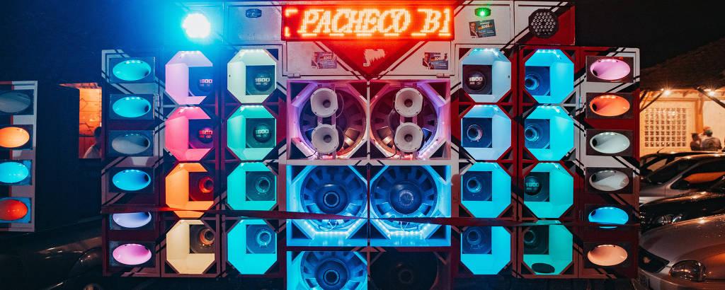 Paredão de som em baile funk