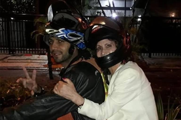 Atriz Rosamaria Murtinho recorre a mototáxi por causa do temporal