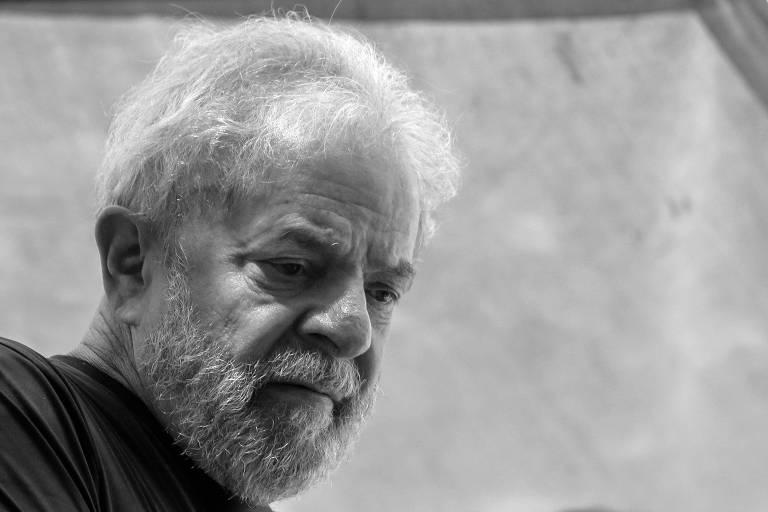 O ex-presidente Lula antes de ser preso, em abril do ano passado